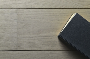 basic olio grigio bianco libro